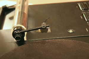 Infinity_Air_Bearing_Tonearm_Cartridge_2